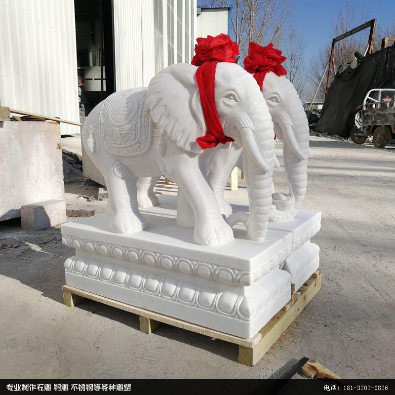 门口摆放的吉祥如意大象石雕